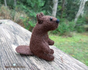 Small stuffed beaver, handmade felt beaver, soft toy, felt animal gift, woodland animal, felt stuffed animal