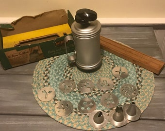 Vintage Mirro Cookie Press with wooden stand and original box (Bottom)