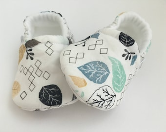 White Leaves Baby Booties, Baby Shoes, Baby Slippers, Baby Booties, Baby Moccs, Soft Sole, Baby Gift, Baby Booty