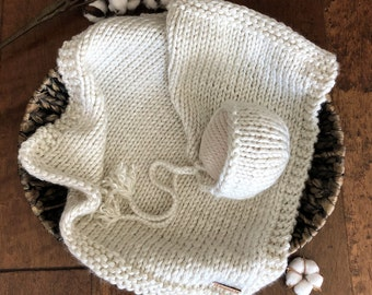READY to SHIP/NEWBORN Chunky Knit Bonnet & Mini Blanket Set/Vintage Bonnet/Newborn Photography Prop/Basket Filler Blanket/Creme Braid Bonnet