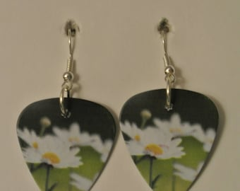 Daisy Flower Guitar Pick with Silver Fishhook
