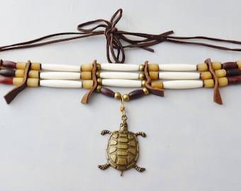 Grand pendentif tortue en laiton, perles en noix buri, corne véritable et perles en os, pow-wow, drum circle, soho, boho