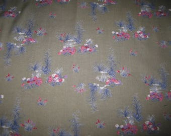 Coupons vintage pink flower on green background fabric