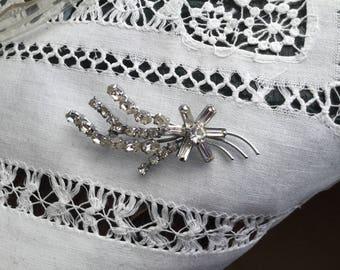 Pretty sparkly vintage brooch