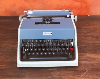 Vintage 1960s Mid Century Modern Light Blue and Gray Portable Typewriter with Case. 1966 Olivetti Underwood 21 Typewriter Two-Tone Blue Gray