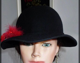 Lovely  vintage black  felt fedora  hat with feathers -Boutique Kates - in very good condition.