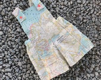 Patrón de costura Mono o peto para niños modelo Little boy en tallas de 0 meses a 5 años , Shorts para niño mapa mundi - patrones PDF