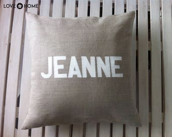 Linen cushion with personalized inscription