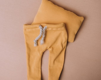 Handmade Ocre newborn trousers and pillow set - Newborn photography prop