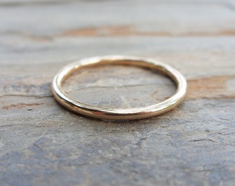 Simple Thin Gold Wedding Band in Choice of Finish - Smooth, Hammered, or Brushed / Matte - Solid 14k Yellow Gold