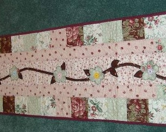 flower applique table runner in pink