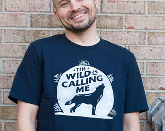 The Wild is Calling Me T-Shirt. Cotton Unisex Navy Blue Tee / Wolf, Moon, nature, wild, vintage, howl at the moon