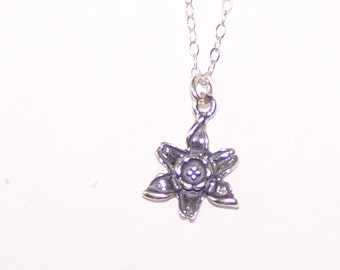 Sterling Silver DAFFADIL FLOWER Pendant and Chain -