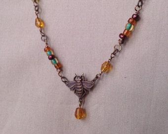 Abeille Beautiful Pendant Necklace Queen Bee Necklace-Assembled collier - couleur miel - collier en laiton - cadeaux pour elle - moins de 20 dollars