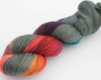 Biotics Mass effect Hand Dyed Yarn uk fingering weight yarn - 600m 150g - Superwash Merino shawl yarn - Variegated yarn  grey