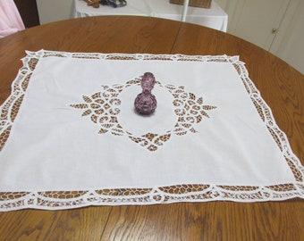 Battenburg Lace Tablecloth Vintage Centerpiece Table Topper 23 x 30 Inch