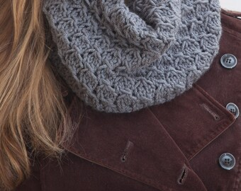 Gray Chunky Scarf, collar scarf, Knit Scarf, Girlfriend Gift, Infinite scarf, winter accessories, Mother Day Gift, Gift Sister Gray Scarf
