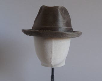 Gift for artists. Bantam Hat. Cappellificio Cervo. 1970s. Champagne. Antique hat. One of a kind.