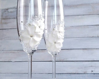 Spring Wedding flutes - Beaded Toasting Glasses - Jasmine Ornamented Champagne Glasses - Hand Painted Wedding Gift For Couple - Flute