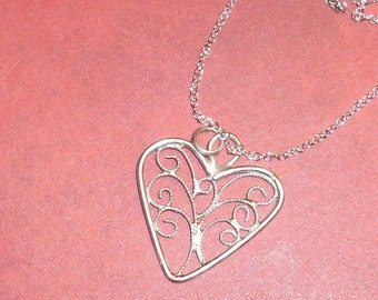 Filigree Heart Pendant Necklace number 1