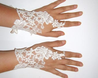 Pair of white for the bride lace glove.