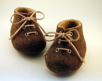 Felted baby shoes, Pram shoes, Crib shoes, Brown and beige booties for boys, Baby photo prop, Newborn baby, Leather laced, LAMBELI label