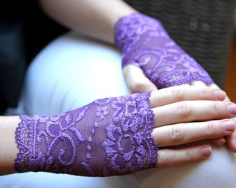 Bridal Gloves, Wedding Gloves.Purple Lace Gloves. Lavender purple. Stretch Lace Fingerless Lace Glove. Valentine's Day Gifts.