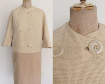 1960's Two Tone Tweed Ivory & Beige Coat w/ Three Quarter Length Sleeves Size Medium Large by Maeberry Vintage