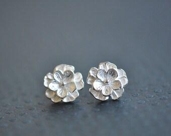 Silver Flower Stud Earrings - Flower Earrings - Gift For Women - Flower Jewelry - Artisanal Jewlery