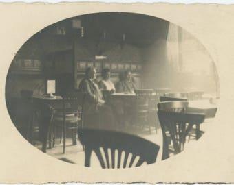 Vintage Snapshot Photo RPPC: Restaurant Interior, c1910s (75575)