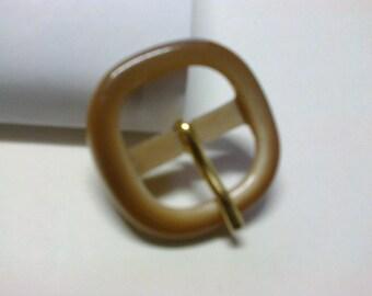 Medium brown square buckle plastic 2.cm * BO66 *.