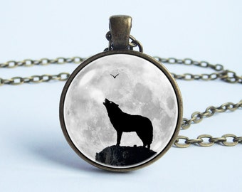 Moon and Wolf necklace Men necklace Wolf pendant Moon necklace Wolf howling at the moon Moon jewelry Wolf jewelry Animal Gift for boyfriend