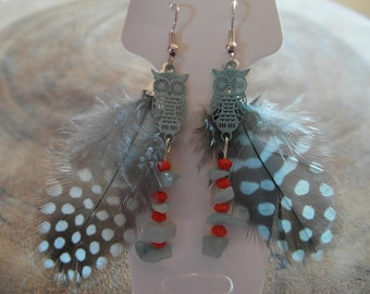 Earring Bohemian owls with feathers and gemstone chips beads