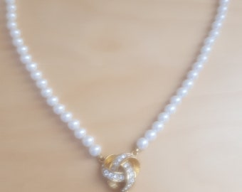 Vintage Moi Ree faux pearl necklace