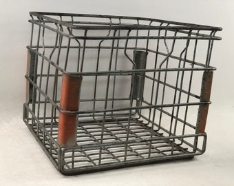 Vintage Bordens Metal Milk Crate