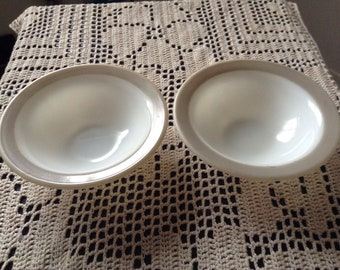 A pair of small Pyrex bowls Made in Canada, pearl grey colour