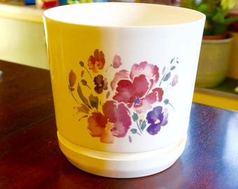 """Duraco; Plastic Plant Pot; Attached Saucer; Approx. 8""""h x 8""""w; Made in the USA; FREE SHIPPING !!!"""