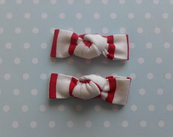 Set of 2 hair pins in red and white jersey