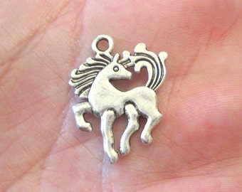 4 x Horse Charms Antique Silver Pendants Findings 25x18mm