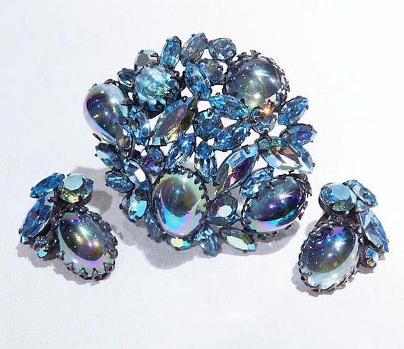 REGENCY Rhinestone Brooch Earrings Set / 1950s Mid Century Rhinestone Jewelry / Demi Parure / Peacock Blue Art Glass Brooch and Earrings