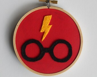 "4"" Harry Potter Lightning Bolt & Glasses Embroidery Hoop Ornament"