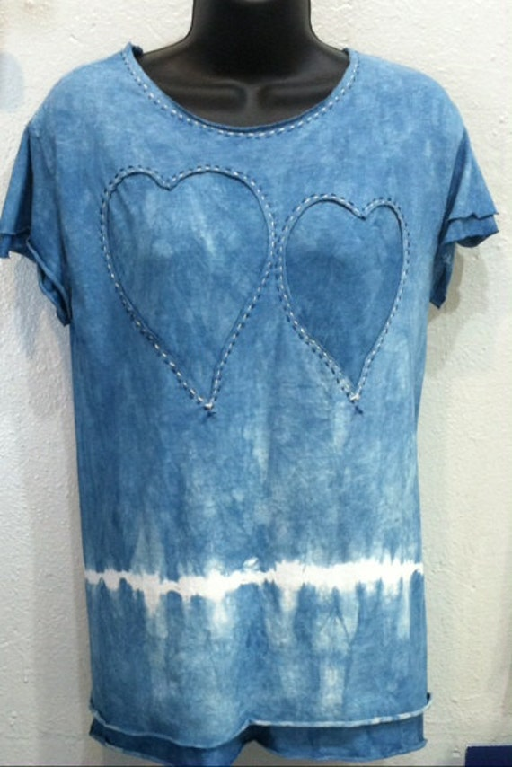 Hand dyed Indigo T-shirt with reverse applique hearts LQUgk
