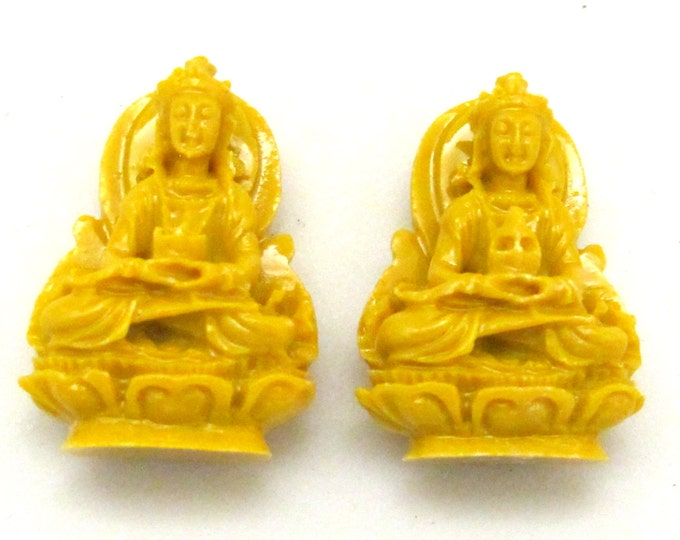 2 Pieces - Seated Buddha charm resin pendants - BD637