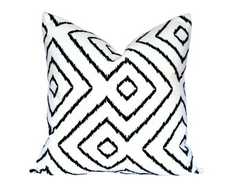 Optical Maze Black pillow covers - Made to Order