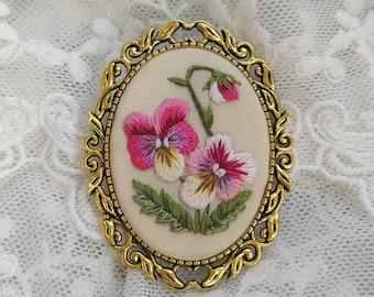 VP2 vintage pansy brooch