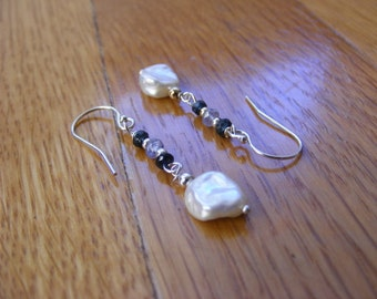 Saphir bleu, Tanzanite et Keishi Pearl Earrings