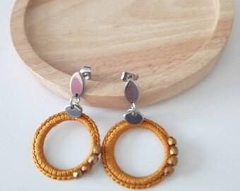 Boucles d'oreilles au crochet curry et perles originales, idée cadeau fête des mères, bijoux textile élégant pour femme en acier inoxydable