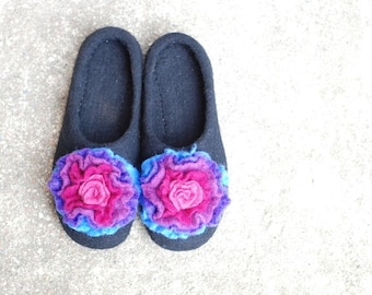 Felted slippers, black slippers with colorful purple flower radiant orchid pink made of wool HANDMADE TO ORDER