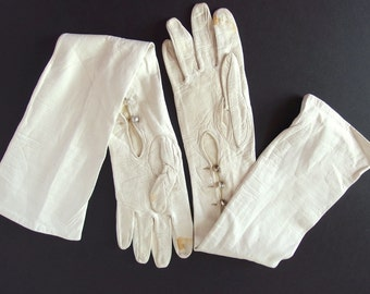 Vintage Gloves - Opera Length Ivory Kid Leather Mousquetaire Gloves, Possibly Size 6.5