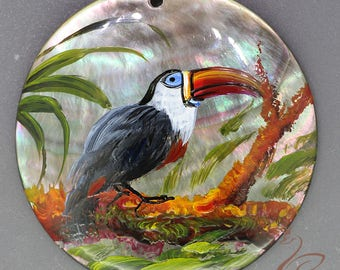 Hand painted  toucan, Hand painted pendant, Hand painted necklace,, Painting toucan, Shell painting toucan.